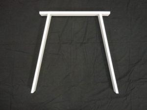 Hvide bordben skrå